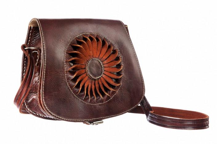handbag against white for e-commerce